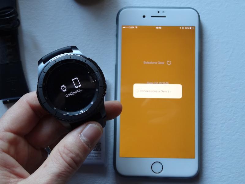 best sneakers 1e5f8 df173 Samsung Gear S3 Frontier e iPhone 7 Plus : Vediamo come funziona ...